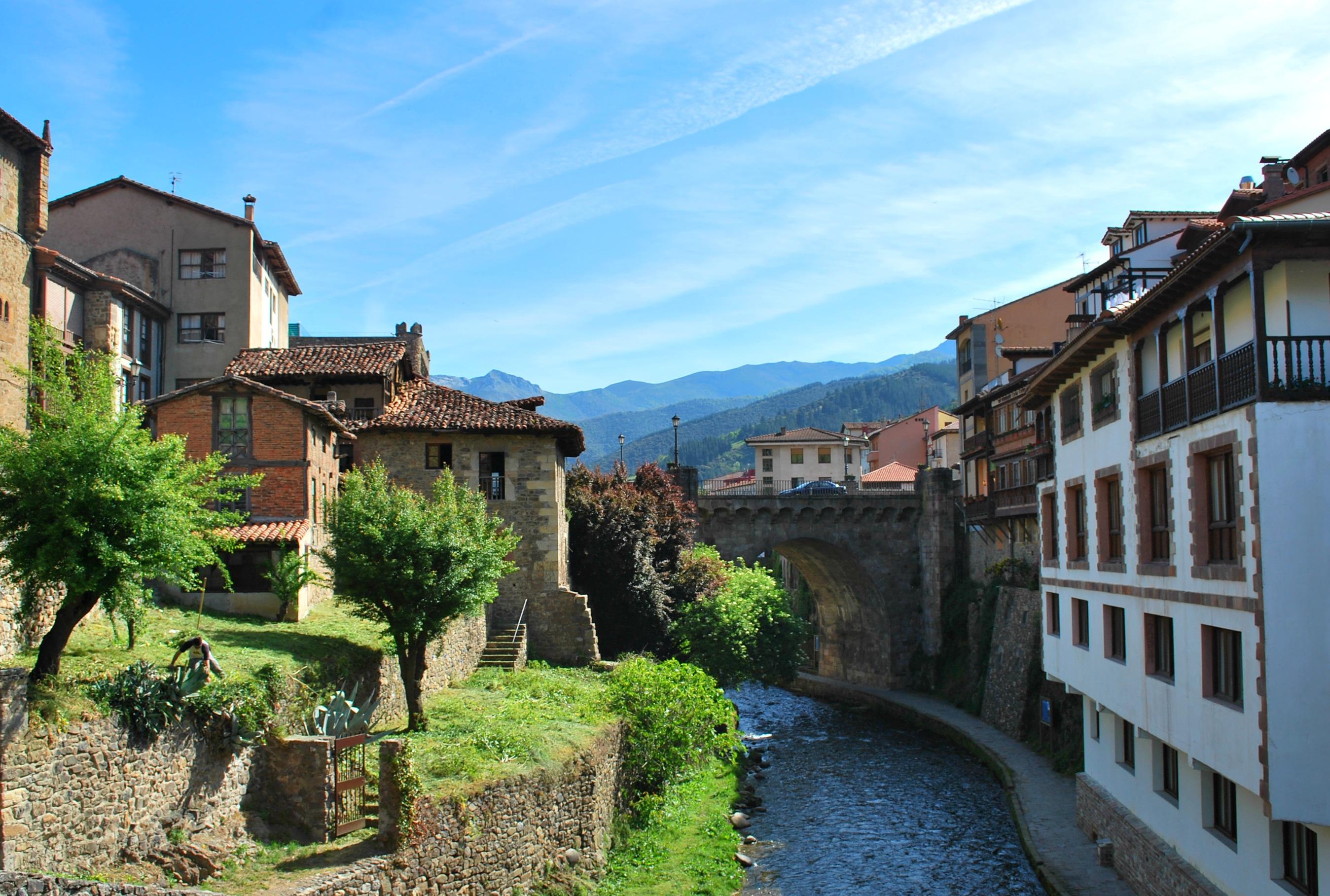 El Pueblo Medieval De Potes Y Ruta Por Los Picos De Europa Asturias Prestosa